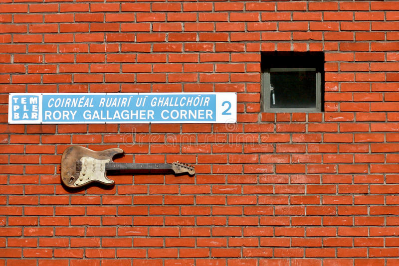 Rory Gallagher Corner, Temple Bar, Dublin, Ireland. Guitar at the Rory Gallagher Corner, Baile Atha CLiath, Eire stock image