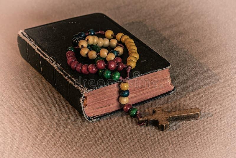 Rosário e oração book2 foto de stock royalty free