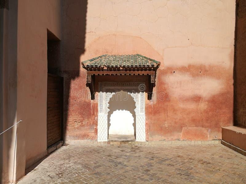 Rosa arkitektur på Marrakesh arkivbilder