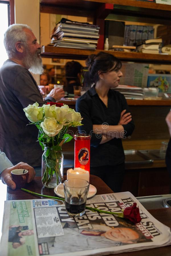 Rosa av Pellegrinis som tar ett ögonblick på dag en av öppningen arkivfoto