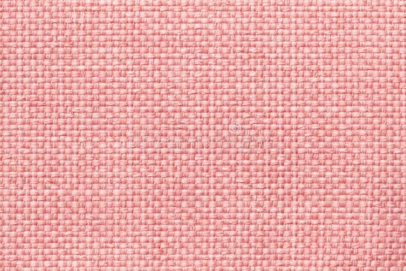 Rosa bakgrund med den flätade rutiga modellen, closeup Textur av det väva tyget, makro royaltyfri bild