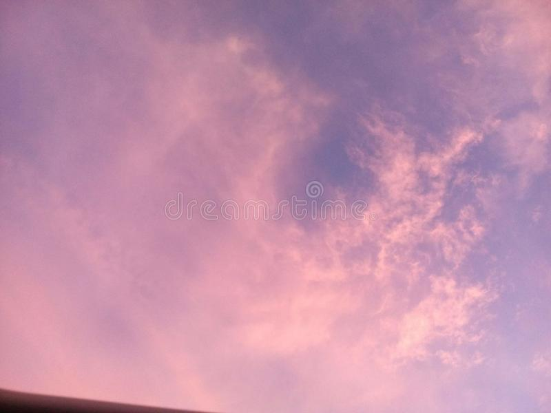 Rosa blå himmel royaltyfria foton