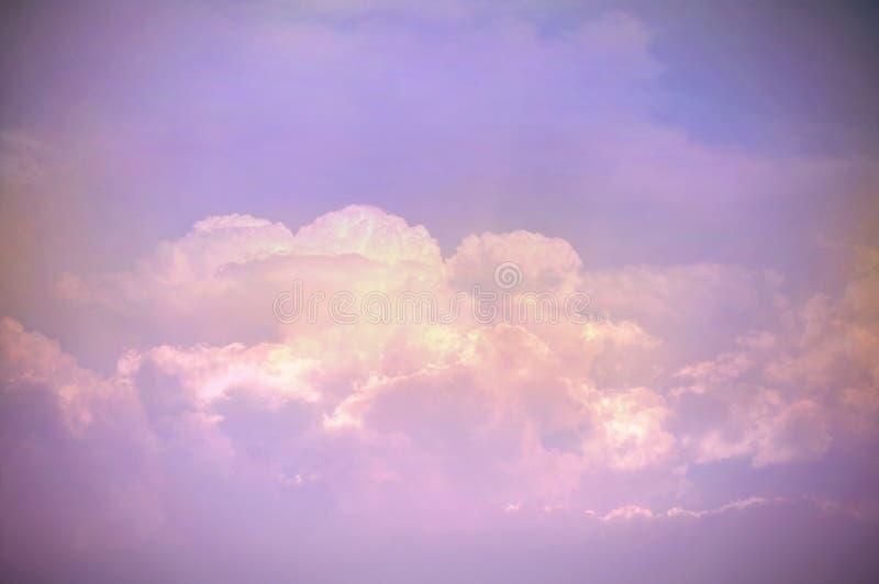Rosa bl? violett himmel och moln abstrakt blandad textur- f?r Grunge och naturbakgrund f?r design eller text arkivbild