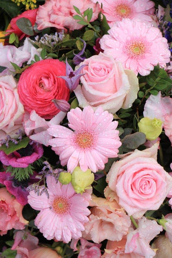 Download Rosa Blumenhochzeitsdekoration Stockfoto - Bild von pink, anordnung: 90230406