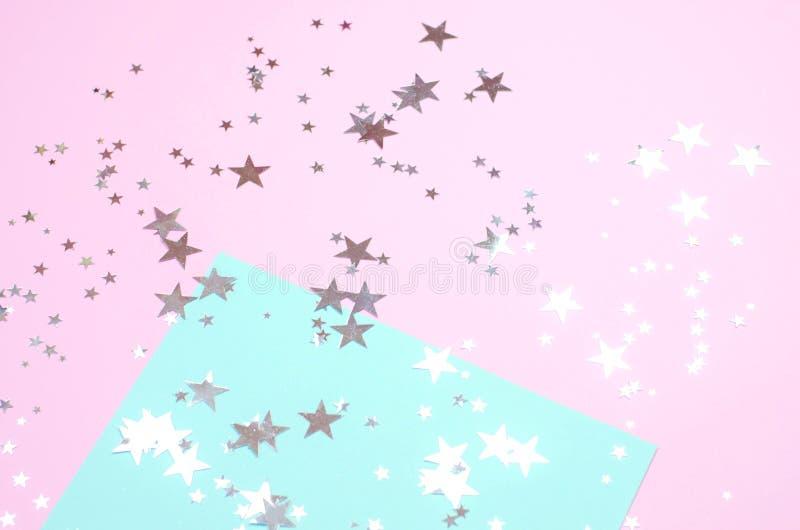 Rosa brilhante com fundo da hortelã com estrelas brilhantes foto de stock royalty free