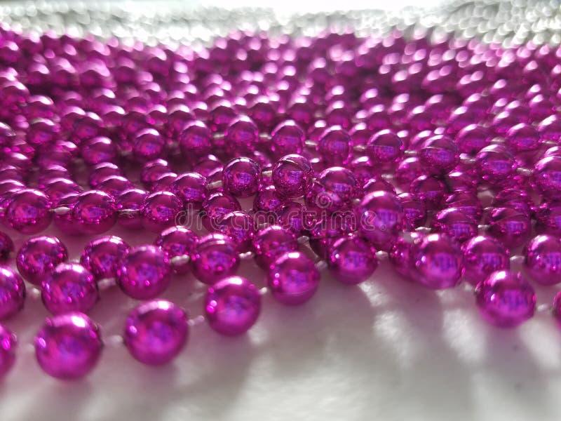 Rosa brud- pärlor royaltyfria bilder