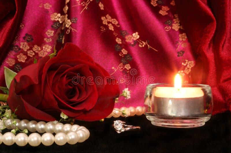 Rosa com anel de diamante fotografia de stock royalty free