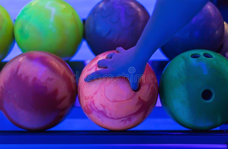 Rosa del bowling green de la bola en la luz infrarroja, selección de la mano fotos de archivo
