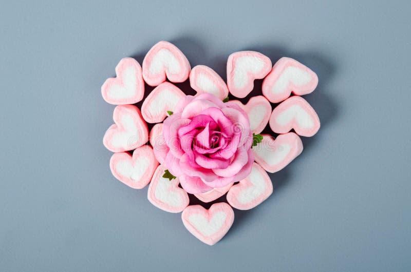 Rosa do rosa no montão dos marshmallows fotografia de stock