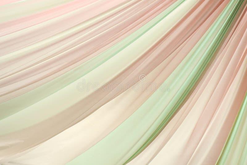 Rosa e fundo ondulado verde da textura da tela de seda fotos de stock royalty free