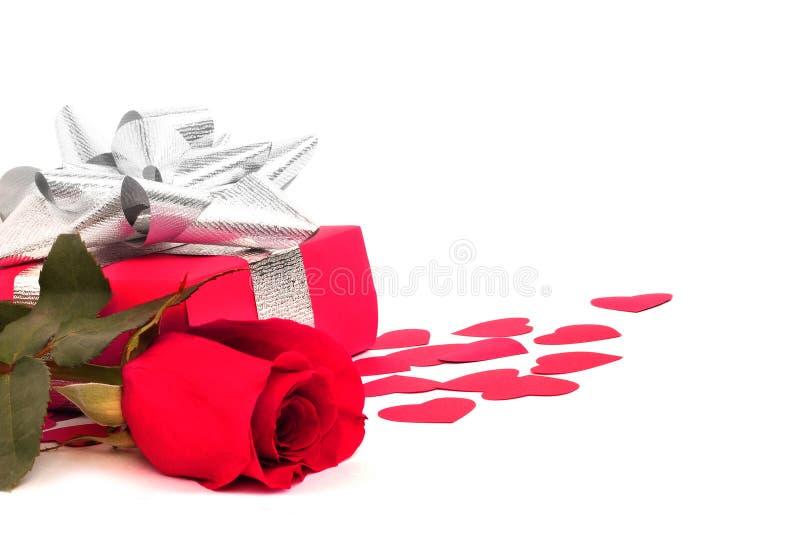 Rosa e regalo fotografie stock libere da diritti