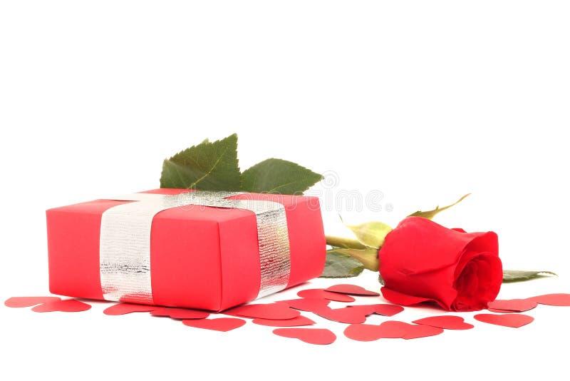 Rosa e regalo fotografia stock