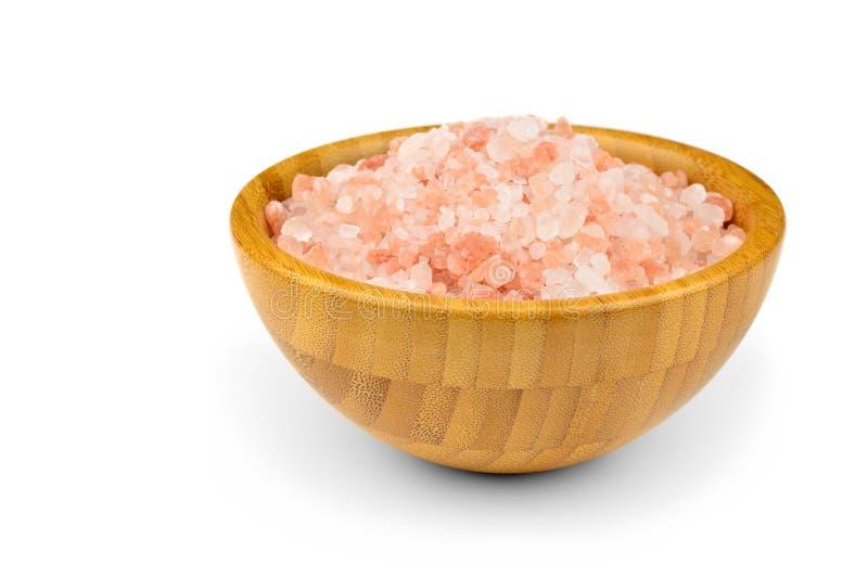 Rosa färg som är salt från himalayasna i träbunke royaltyfri fotografi