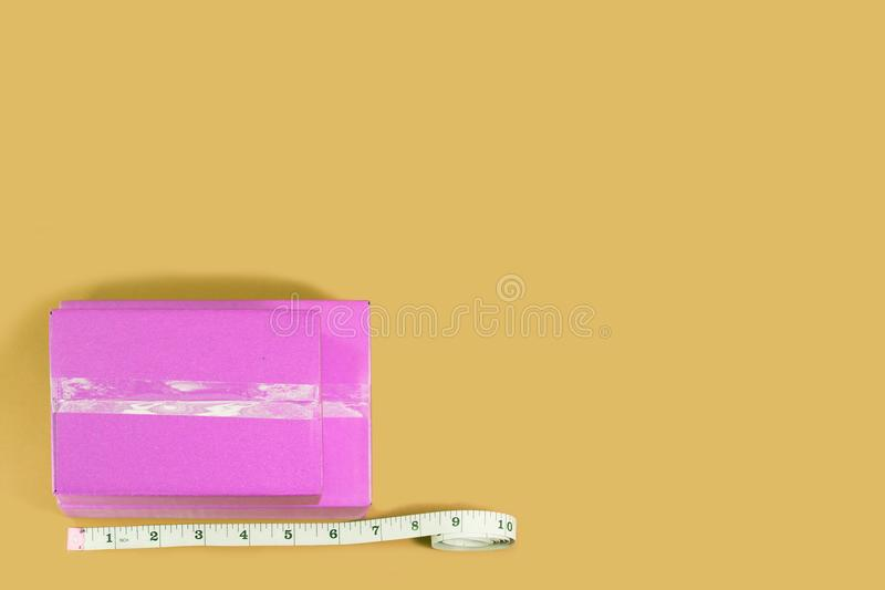 Rosa färgask för bästa sikt med måttband royaltyfri bild