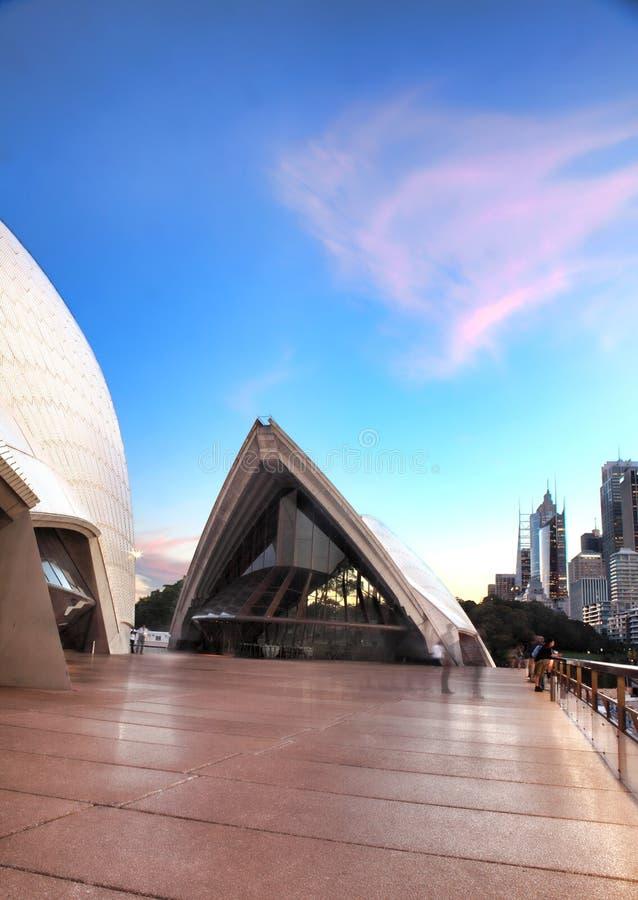 Rosa färgen fördunklar över Guillaume på Benelong, operahuset, Australien royaltyfri bild