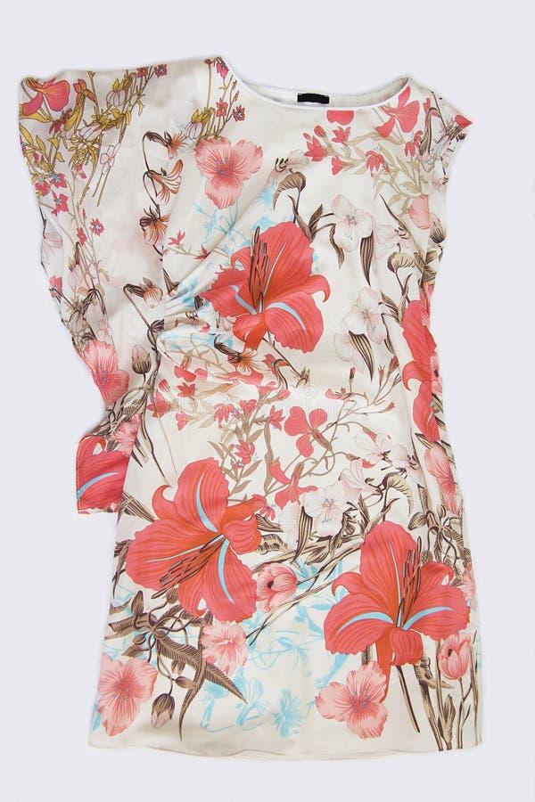 Rosa färger mönstrad siden- klänning fotografering för bildbyråer