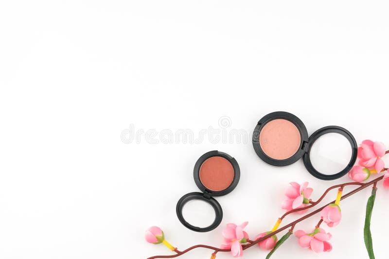 Rosa färger och den orange rodnaden som dekoreras med, fejkar rosa färgblommafilialer fotografering för bildbyråer