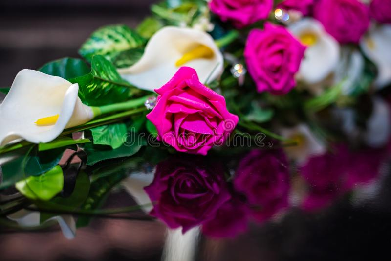 Rosa färger steg som delen av en bukett arkivbilder