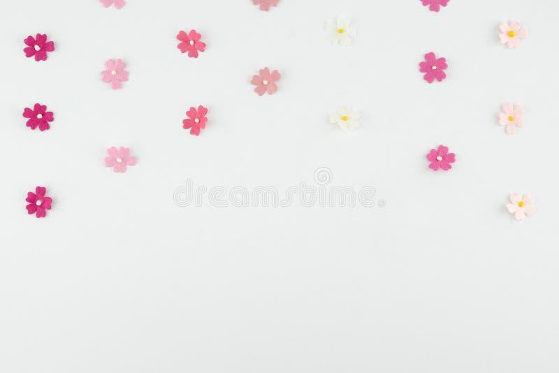 Rosa färger tonar horisontalmodellen för pappers- blommor arkivfoto