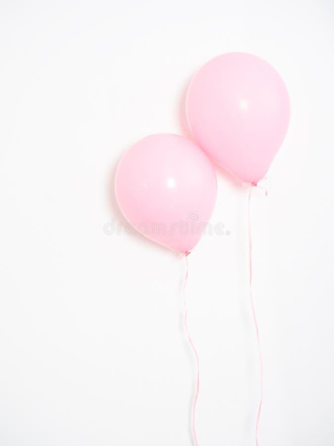 Rosa färgpastell för ballong på grå färger arkivbild