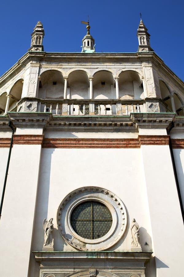 rosa fönster Italien lombardy i bustoarsizioen gammal ch arkivfoton