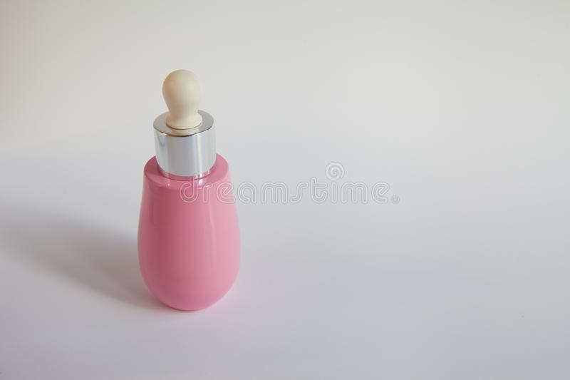 Rosa flaska för skönhetsmedel arkivbilder