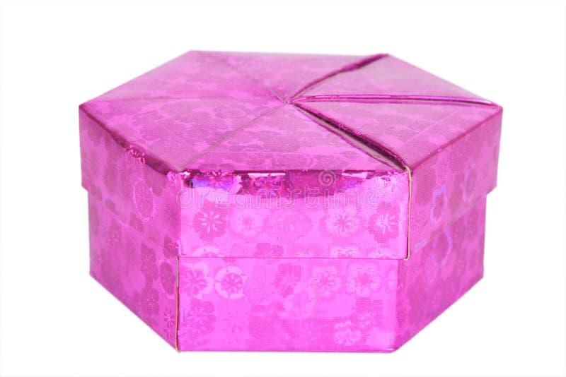 Rosa form för gåvaasksexhörningen isolerade royaltyfri foto