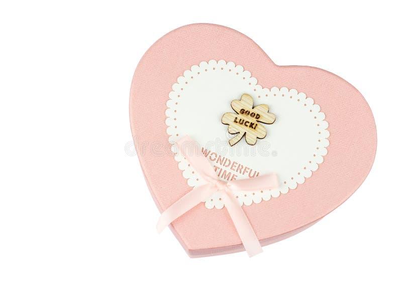 Rosa gåvaask i form av en bästa sikt för hjärta arkivfoto