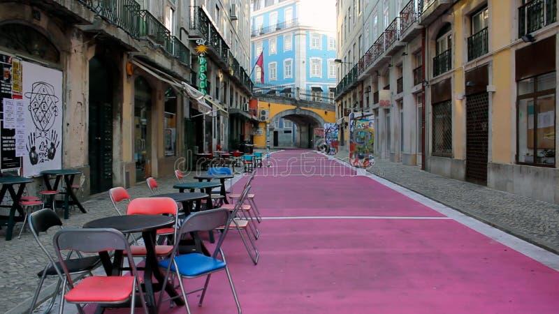 Rosa gata i Lissabon arkivbilder