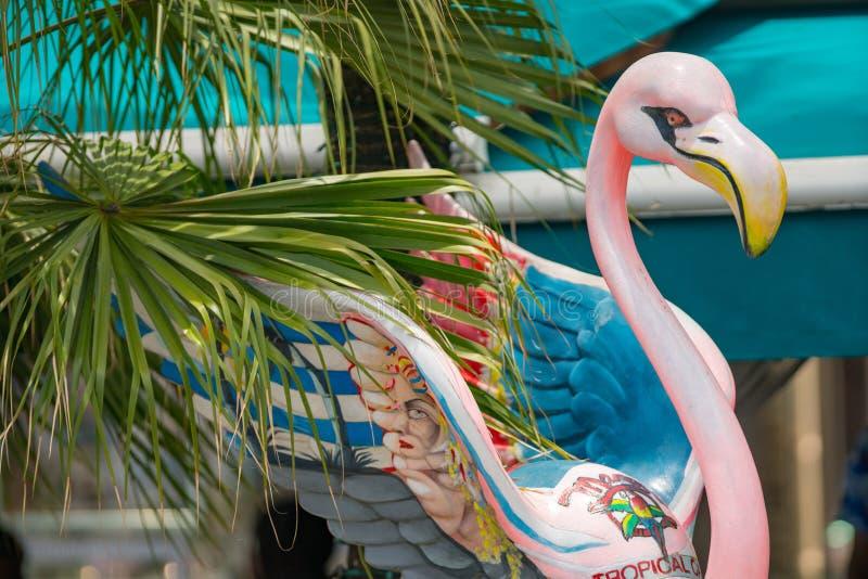 Rosa gemalter Flamingo Miami Beach-Ozean-Antrieb lizenzfreie stockbilder