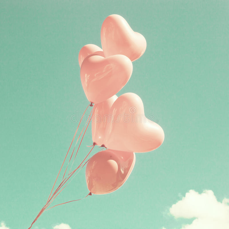 Rosa Herz-förmige Ballone lizenzfreies stockbild