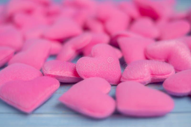 Rosa Herzform-Dekorationshintergrund Der Hochzeit, romantischen und glücklichen Tagesfeiertagskonzept Valentine' s der Liebe, stockfotos