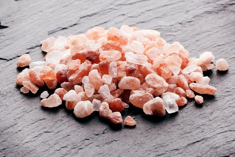 Rosa Himalayan salt textur för grovt korn Top beskådar royaltyfria foton