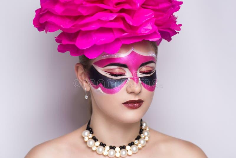 Rosa karnevalmaskering arkivbild