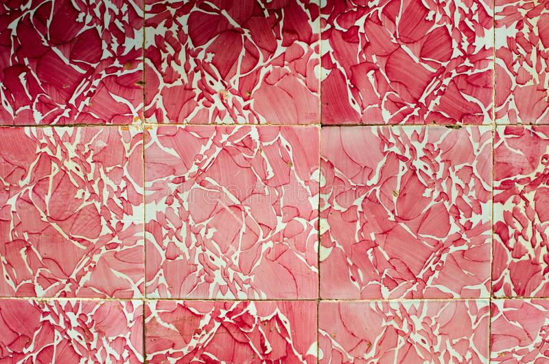 Rosa keramische Wand-Fliese in Silves, Algarve, Portugal stockfotos