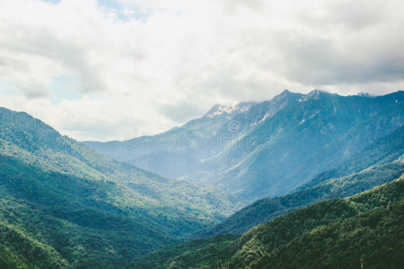 Rosa Khutor, grandes montanhas caucasianos fotos de stock royalty free
