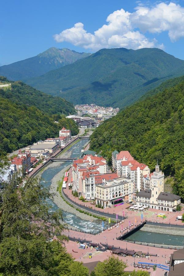 Rosa Khutor, Russie, Krasnaya Polyana - 24 juillet 2018 : Station de sports d'hiver de montagne et Vue supérieure panoramique photographie stock libre de droits