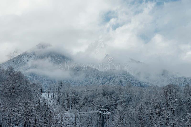 Rosa Khutor Sochi, Ryssland, December 17, 2016: Vinter i bergen royaltyfri fotografi