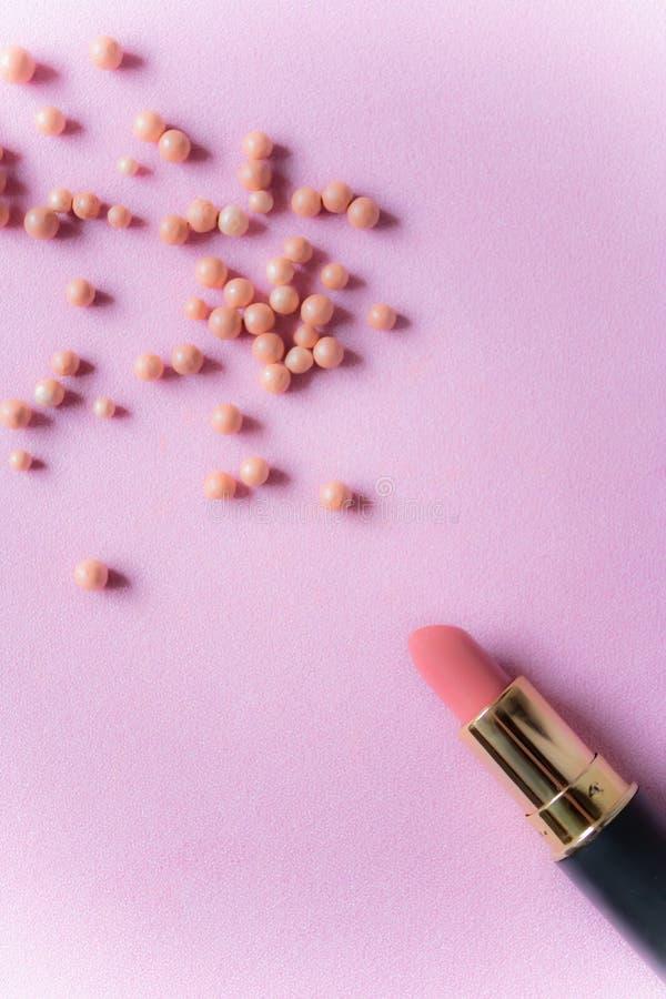 Rosa läppstift med den rosa rodnaden klumpa ihop sig - bild arkivbilder