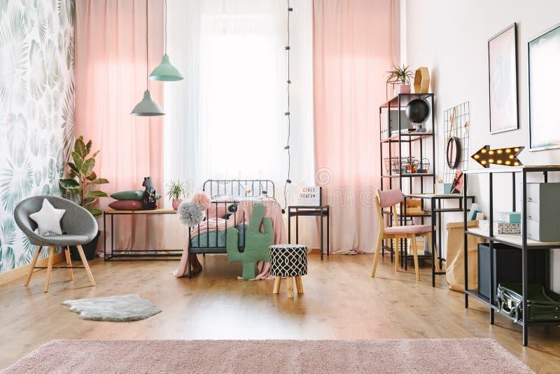 Rosa Mädchenrauminnenraum lizenzfreies stockbild