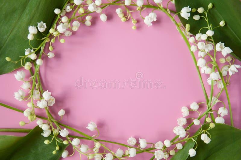 Rosa mit Blumenhintergrund mit frischen Blumen Maiglöckchenrahmen Platz f?r Ihren Text Glückwünsche am Muttertag, Birt stockfotos