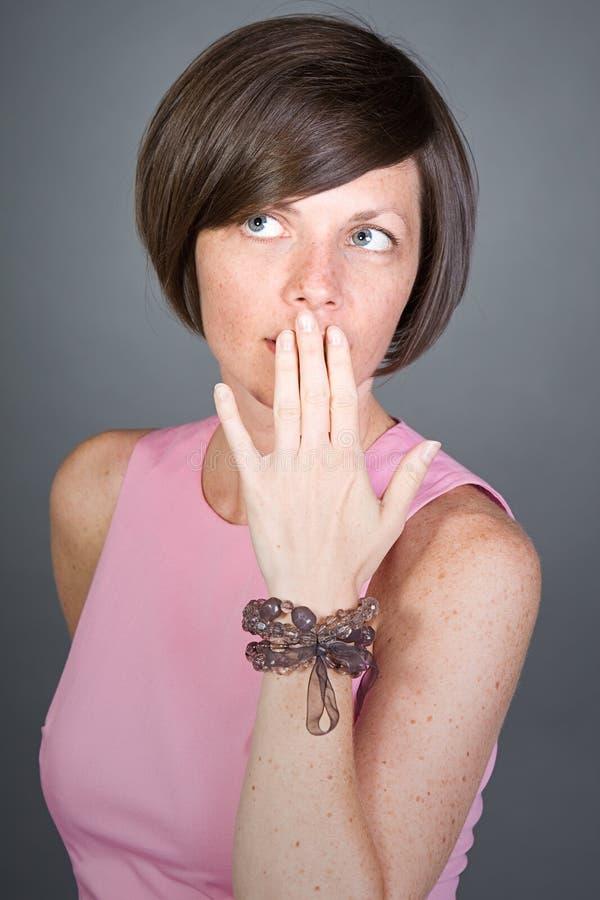 rosa nätt för brunettklänninglady royaltyfri foto