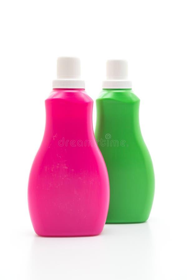 rosa och gr?n plast- flaska f?r tv?ttmedel- eller golvv?tskelokalv?rd p? vit bakgrund arkivfoto