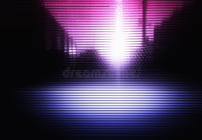 Rosa och purpurfärgad neonstadstextur med ljus läckabakgrund stock illustrationer