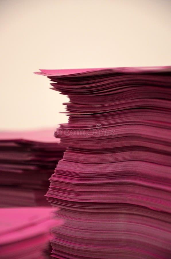 Rosa Papiere lizenzfreie stockbilder