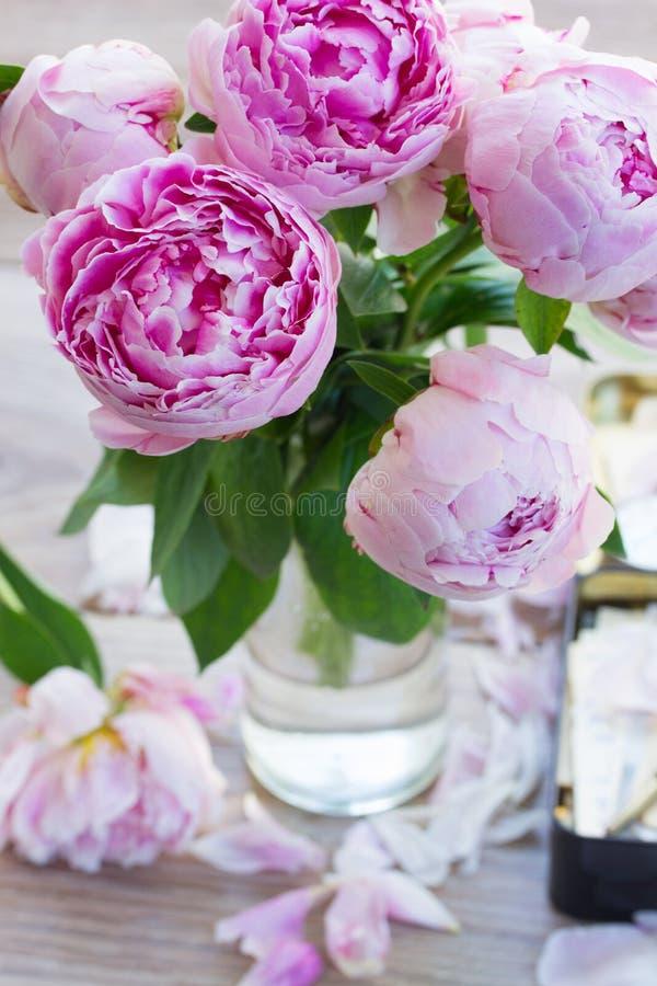 Rosa pfingstrosen stockbild bild von dekoration for Pfingstrosen dekoration