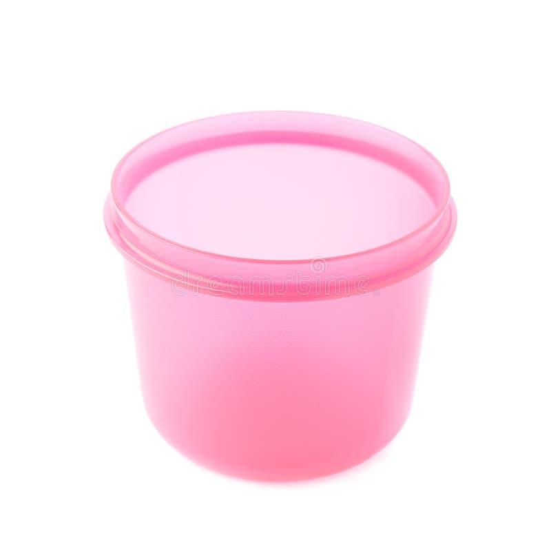 Rosa plast- dryckeskärlkopp som isoleras över den vita bakgrunden royaltyfria bilder