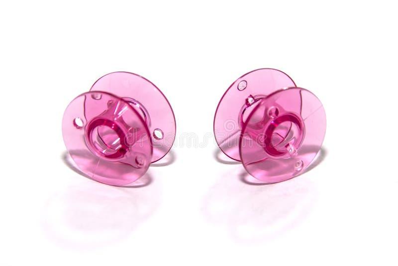 Rosa plast- spole för symaskin arkivbild