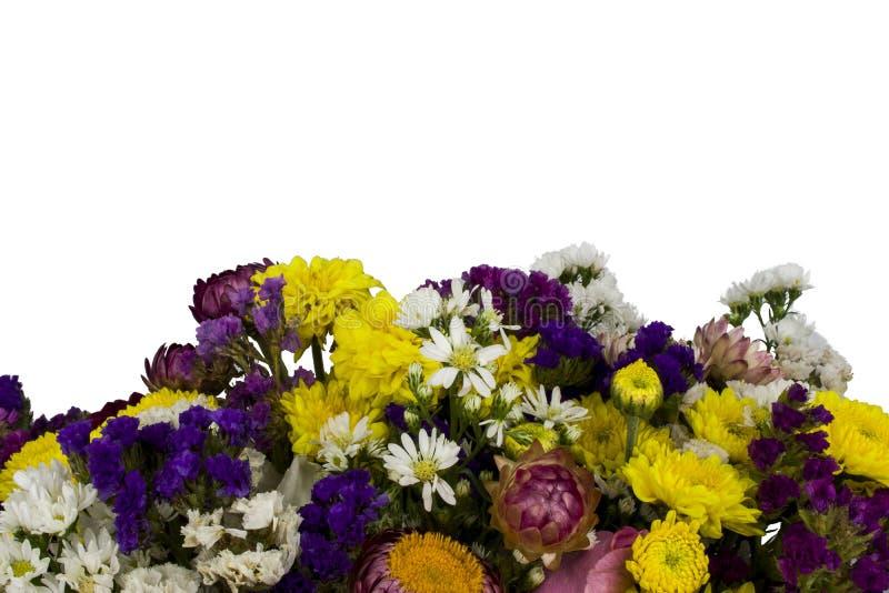 Rosa, ramalhete roxo, amarelo, branco das flores de Statice isolado no fundo branco foto de stock royalty free