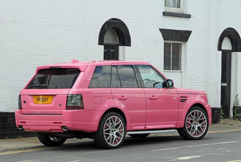 Rosa Range Rover bil fotografering för bildbyråer